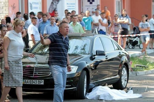 Из-за поведения присяжных срывается суд по делу об убийстве мэра Кременчуга