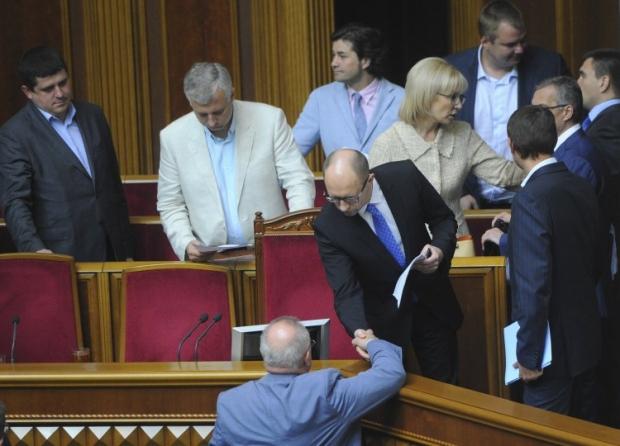 Яценюк обіцяє оголити оклади посадовців / Фото УНІАН
