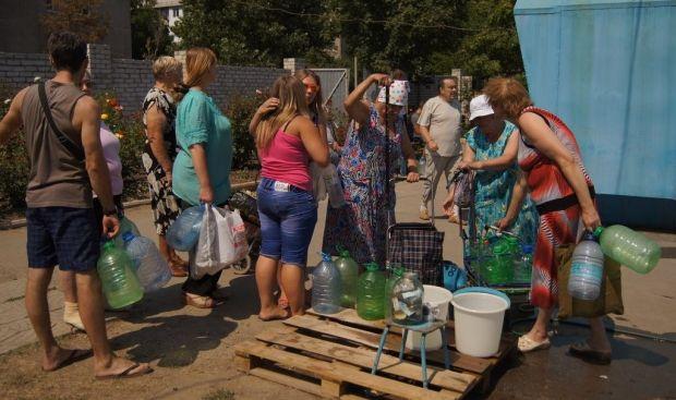 В Луганске начали вывозить мусор  / фото Facebook Romas Vitaly