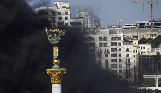 Милиция проводит проверку по факту пожара на Майдане/  фото УНИАН