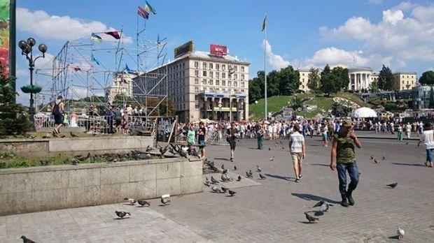 Продолжается уборка Майдана и демотаж сцены / facebook.com/maidanpresscenter
