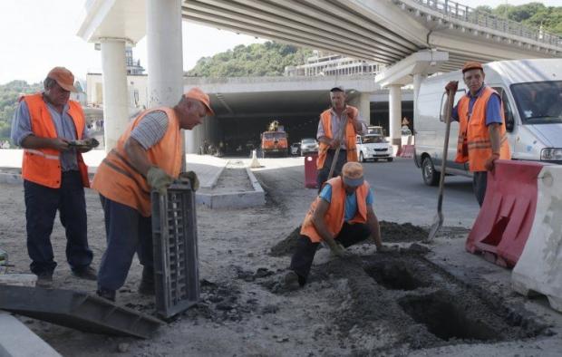 Реконструкцию транспортной развязки пообещали завершить до конца недели / Фото УНИАН