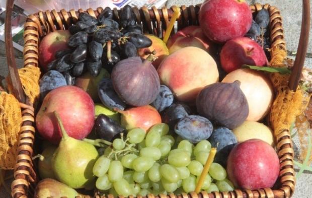спас фрукты яблоки солнце / Фото УНИАН