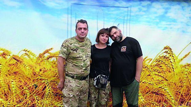 Реальные волонтеры. Юрий Бирюков, Таня Рычкова и Андрей Хоманчук (Хлеборез) поставили на довольствие половину украинской армии