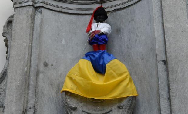 Символ Брюселю у національному українському костюмі / Ірина Сомер, УНІАН