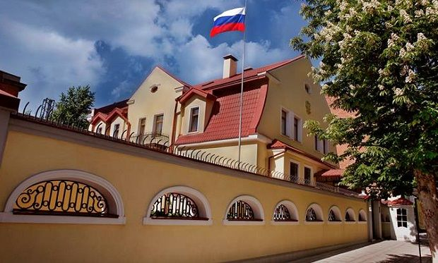 Быля генконсульства РФ в Харковы сталася сутичка / фото kharkov.mid.ru