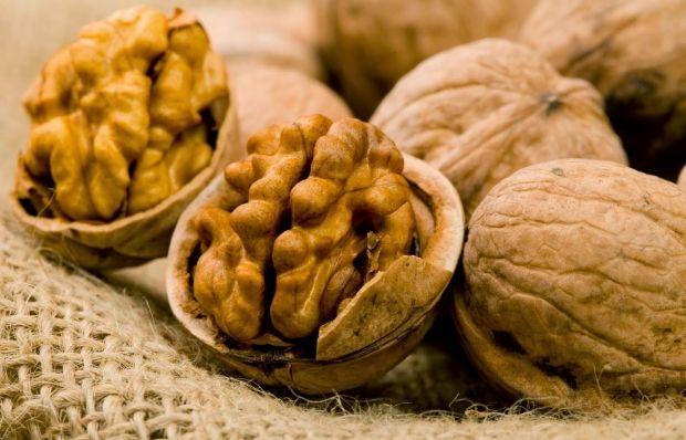 Можно стимулировать работу мозга при помощи грецких орехов / Фото: ampodemoda.com