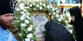 На торжествах в честь 700-летия Толгского монастыря молились о мире в Украине