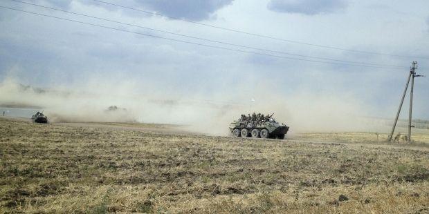У НАТО заявляють, що Росія стягує війська до українського кордону