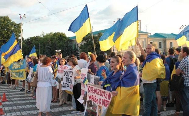 В Харькове произошла драка между проукраинскими активистами и антимайдановцами / фото atn.ua
