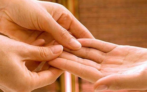 Ученые отыскали способ вернуть подвижность парализованной руке
