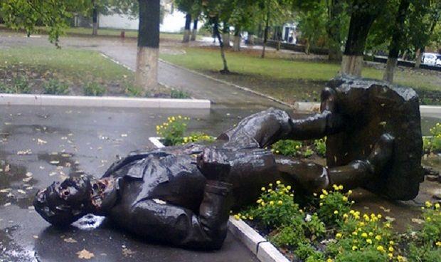 Харківський пам'ятник Артему зруйнували / kharkov.comments.ua