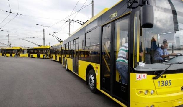 В столице на проспекте Победы заблокировано движение троллейбусов / Фото УНИАН