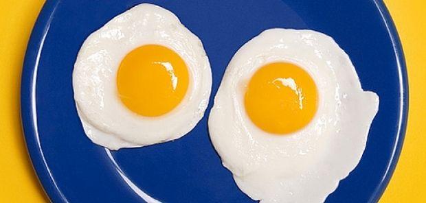 В яйцах содержится вещество, которое превращается в гормон счастья серотонин / Фото: agronews.ua