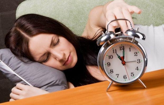 Из-за нехватки сна ночью повышается артериальное давление / Фото: dom-lady.ru