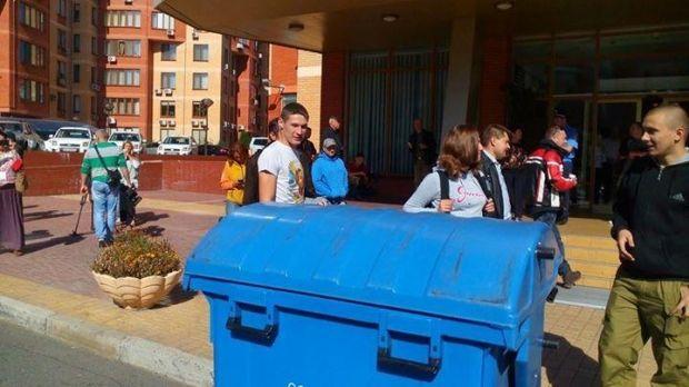 В Одессе опустили в мусорный бак волонтера / vk.com/crimea_this_ua
