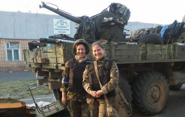 """Таня Назаренко (на фото ліворуч) та її колега Наталя Саратовцева в """"Айдарі"""" / life.pravda.com.ua"""
