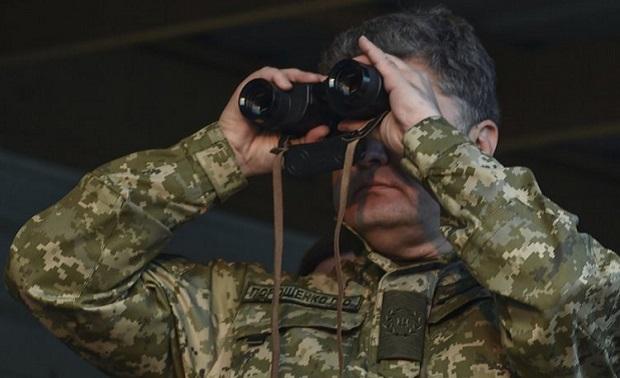 Президент перевірив окопи під Донецьком / Фото УНІАН