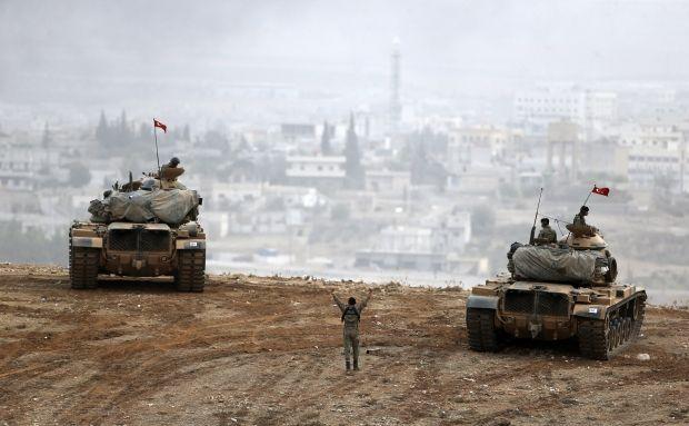 Бронетехника турецкой армии на границе с Сирией / REUTERS