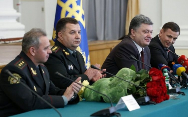 За время проведения АТО Порошенко раздал 40 генеральских званий
