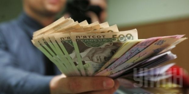 Most companies in Ukraine still pay part of their workers' salaries under the table /UNIAN