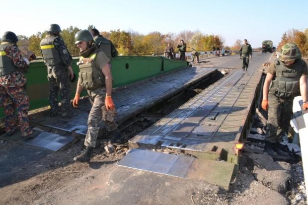 Восстановление взорванного в июле моста под Артемовском Донецкой области