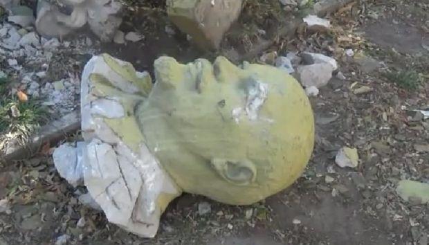 За рік в Україні повалена рекордна кількість пам'ятників Леніну \ Город Никополь
