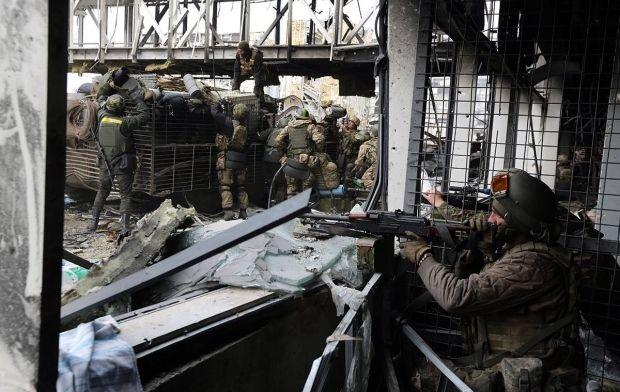 Иллюстративная фотография: украинские военные в аэропорту