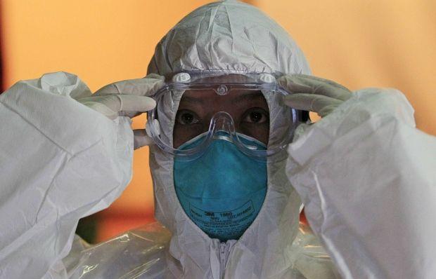 Пропали 14 млн долларов, выделенных правительством на борьбу с эпидемией лихорадки Эбола / REUTERS