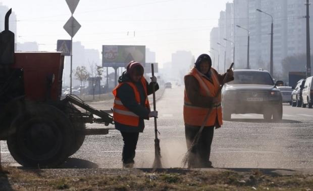 Иллюстративная фотография: уборка дороги / Фото УНИАН
