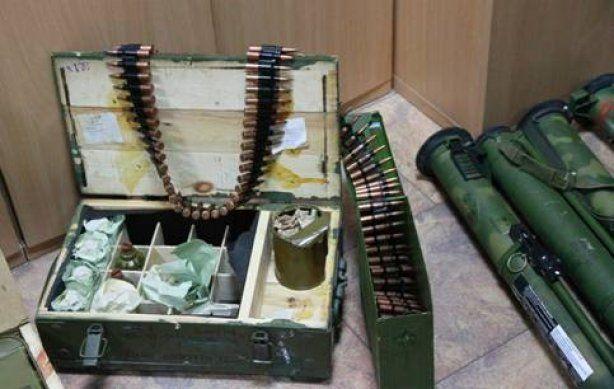 СБУ обезвредила группу боевиков в Донбассе и изъяла арсенал оружия