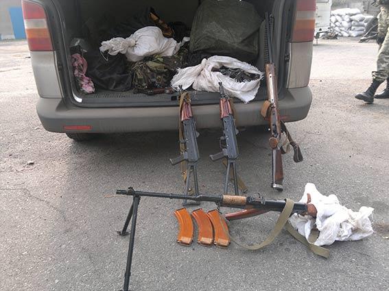 Из Попаснянского района вывезли оружие и личные дела сотрудников МВД