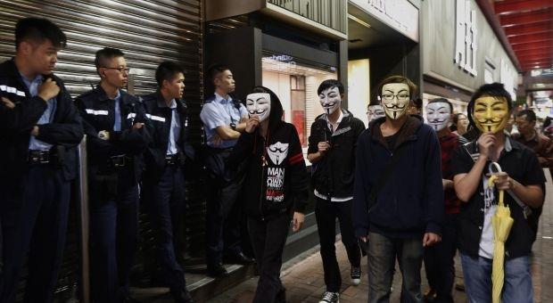 1415262564-9642 В Гонконге возобновились стычки демонстрантов с полицией