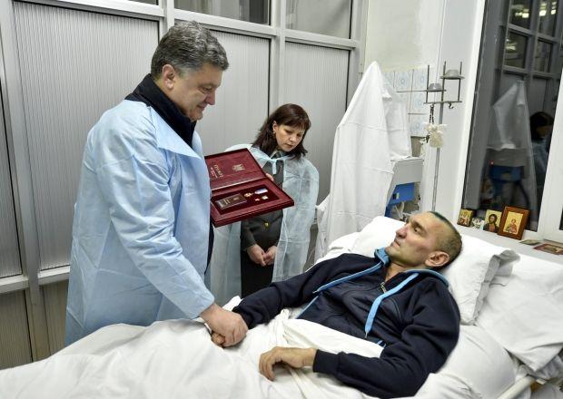 Порошенко нагородив полковника Гордійчука / vk.com/poroshenko.petro