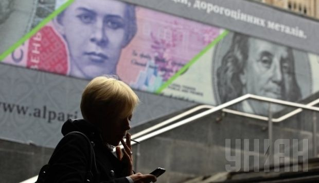 The National Bank of Ukraine's official exchange rate for the hryvnia fell to a record low on Monday / Photo by UNIAN