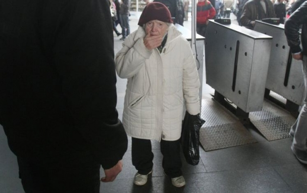 Пенсіонери з інших міст тепер мають сплачувати за проїзд у метро у Києві / Фото УНІАН