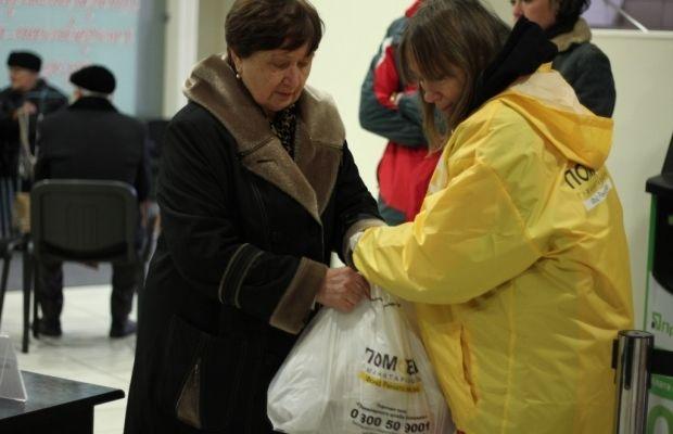 В пункте выдачи гуманитарной помощи / Фото: Пресс-служба Гуманитарного штаба Рината Ахметова