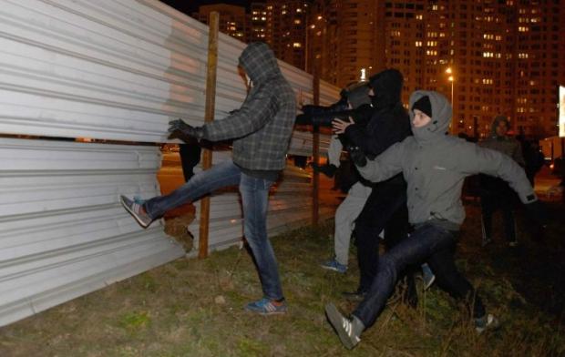 Кличко обіцяє зупинити будівництво на Осокорках / Фото УНИАН