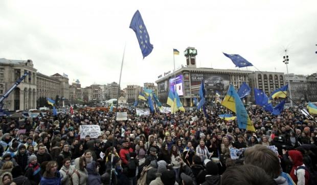 Люди в центрі Києва згадують початок Революції Гідності / УНІАН