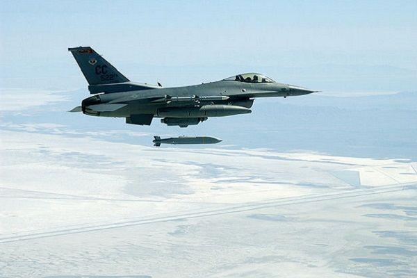Пуск AGM-158B JASSM с истребителя F-16  / madmagazine.pl