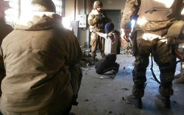 Боевик сдался украинским военным / Роман Бочкала / Facebook