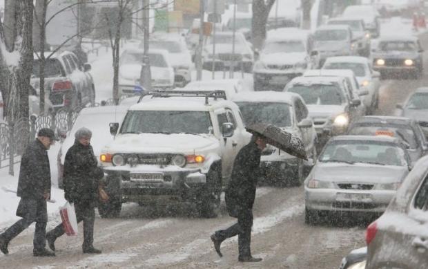ГАИ просит водитель быть особенно внимательными на дороге / Фото УНИАН