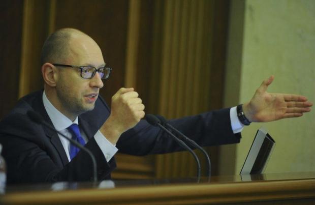 Яценюк поручил членам правительства лично обработать документ / Фото УНИАН