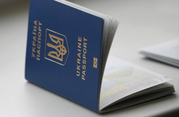 Генштаб рекомендует обязать всех военнообязанных получать справки из военкомата для выезда из Украины за границу