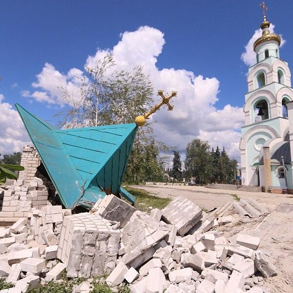 Храм Серафима Саровского в Славянске Под обстрел в ночь на 16 июня попал храм святого Серафима Саровского, расположенный в Черевковке. Полностью разрушена часовня и трапезная.
