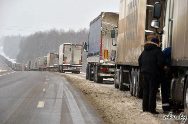 На границе с Россией усилены таможенные и милицейские проверки