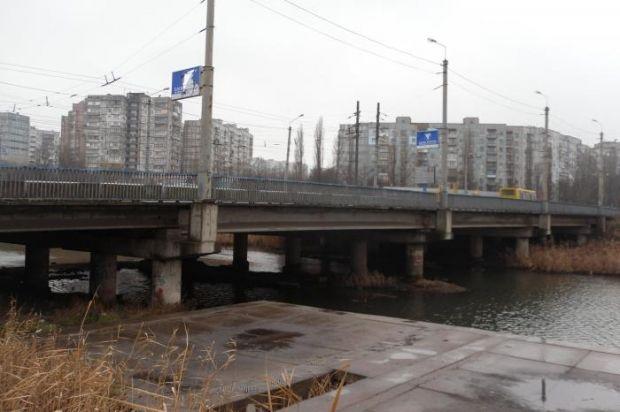 Мост над рекой Кальчик в Мариуполе / Викимапия