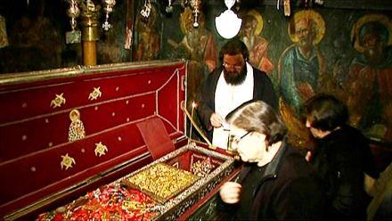 Святой Спиридон охотно отзывается на молитвы тех, кто испытывает финансовые затруднения.