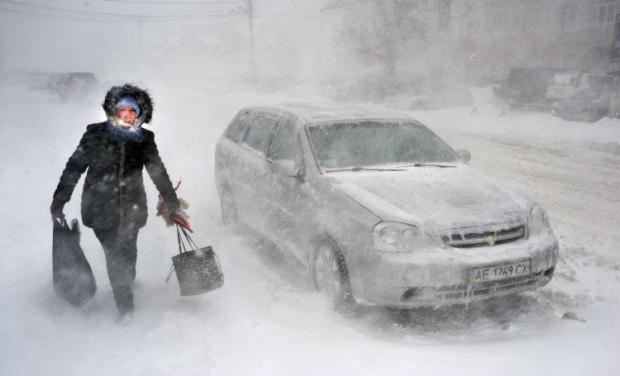 В Одессе снегопад парализовал дорожное движение