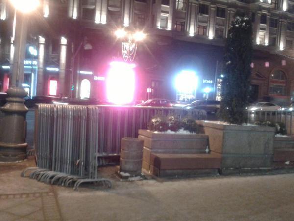 На Манежной площади в Москве появился материал для металлических заграждений / @euro_manezhka